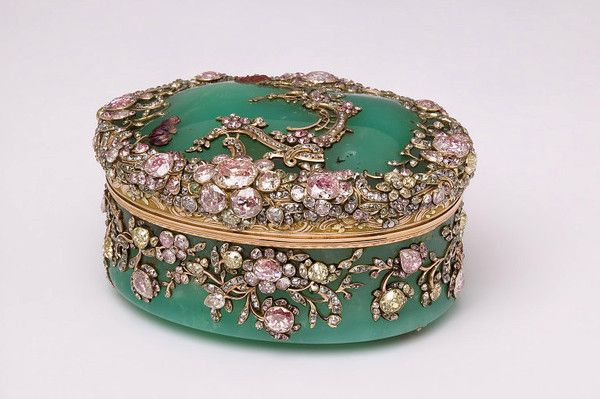 Exquisite snuffbox