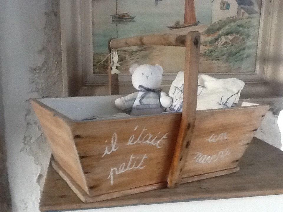 panier ancien lit de poup e bois massif et toile de jouy avec ours jeux jouets par ambiance. Black Bedroom Furniture Sets. Home Design Ideas