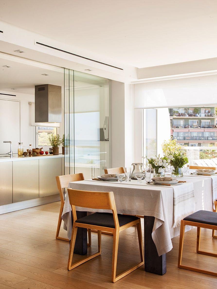 Office separada de la cocina por unas puertas correderas - Puerta corredera cristal cocina ...