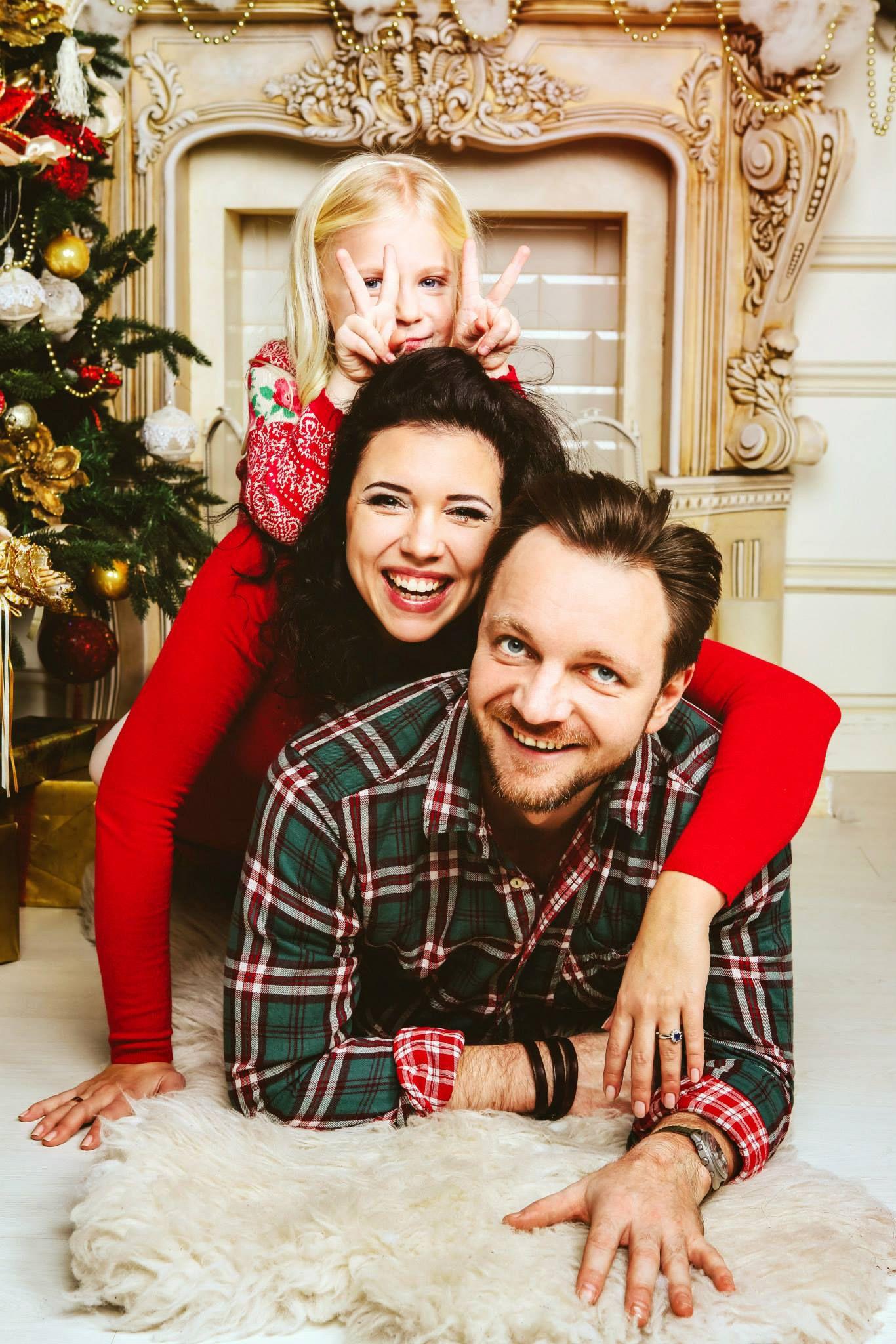 Family moment: Christmas family photo shoot.