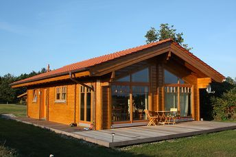 blockhaus willi diagonalansicht tina haus haus holzhaus und nordic haus. Black Bedroom Furniture Sets. Home Design Ideas