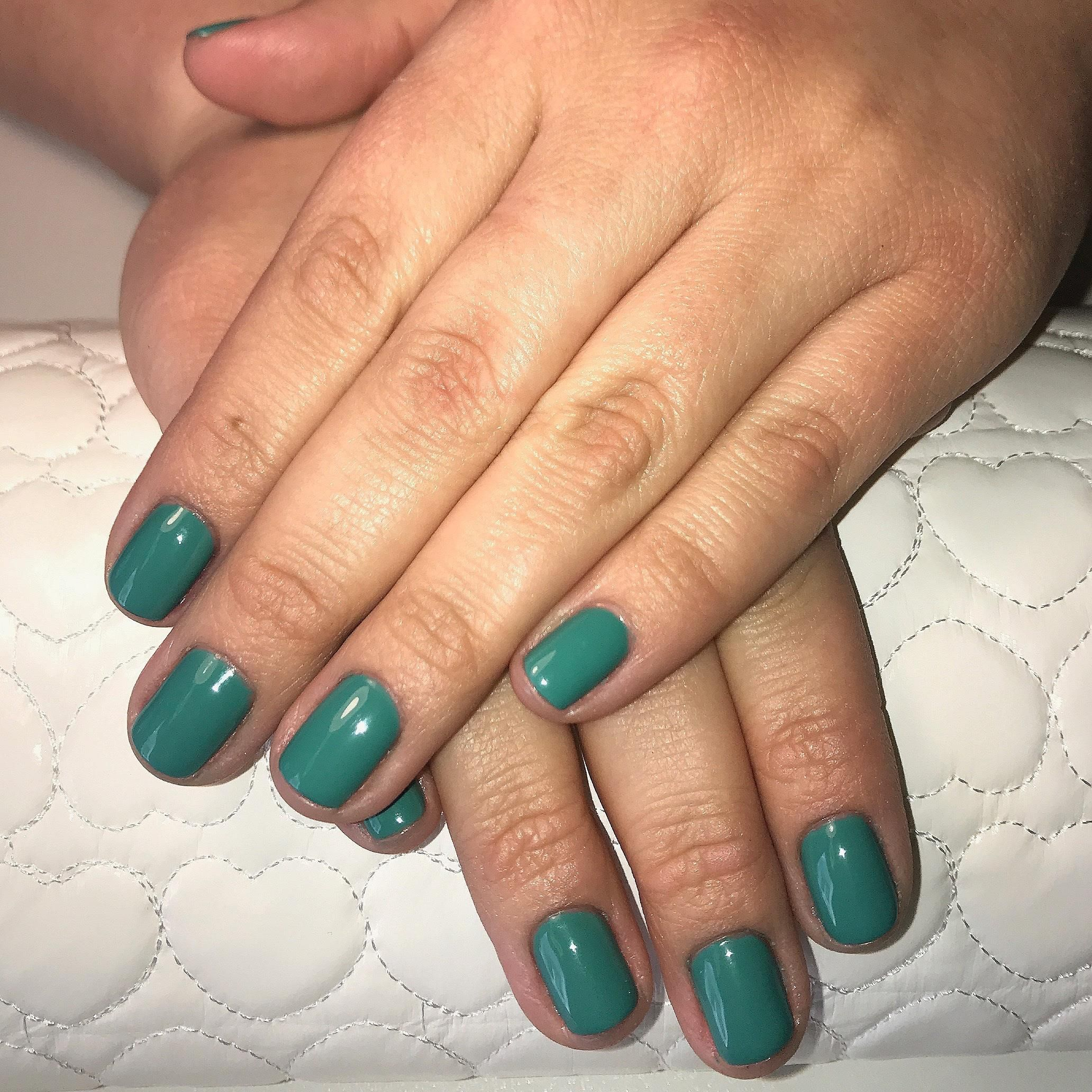 Dip Platinum Manicure 45 All nail services come with a