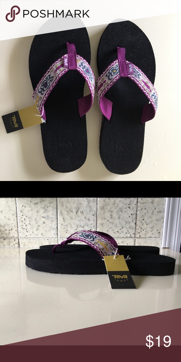 Teva Olowahu Womens Hazel Magenta Sandals