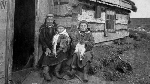 Saamelaisperhe Tellerissä Alaskassa vuonna 1898
