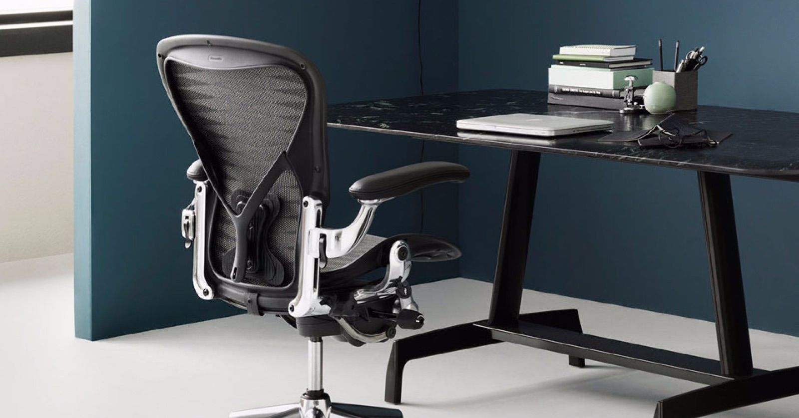 Aeron In Chrome Via Hermanmillern N N N N N Minimal Interiordesign Officedesign Furniture Officefurnitu Comfy Leather Chair Workplace Design Office Design