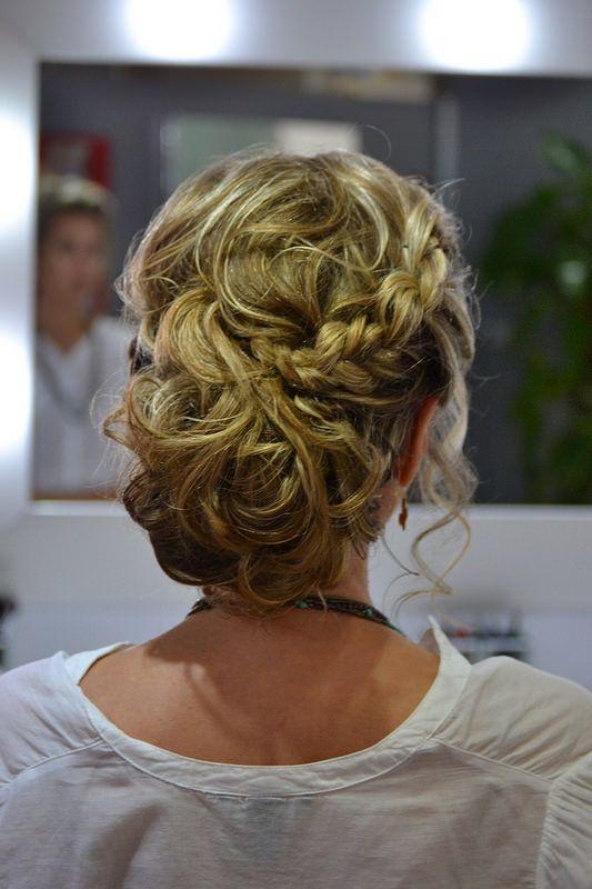 estilismo con romy ideas de peinados y recogidos para invitadas de boda tendencias