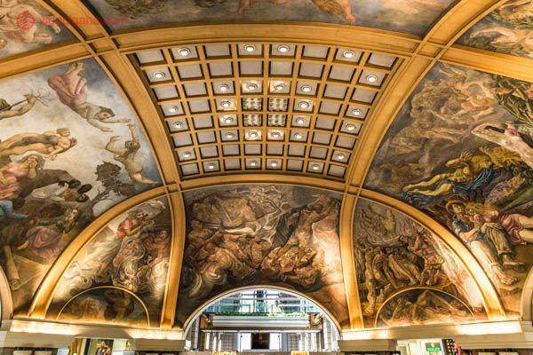 A cúpula da Galeria Pacífico, em Buenos Aires, cheio de pinturas lindíssimas feitas por artistas argentinos.