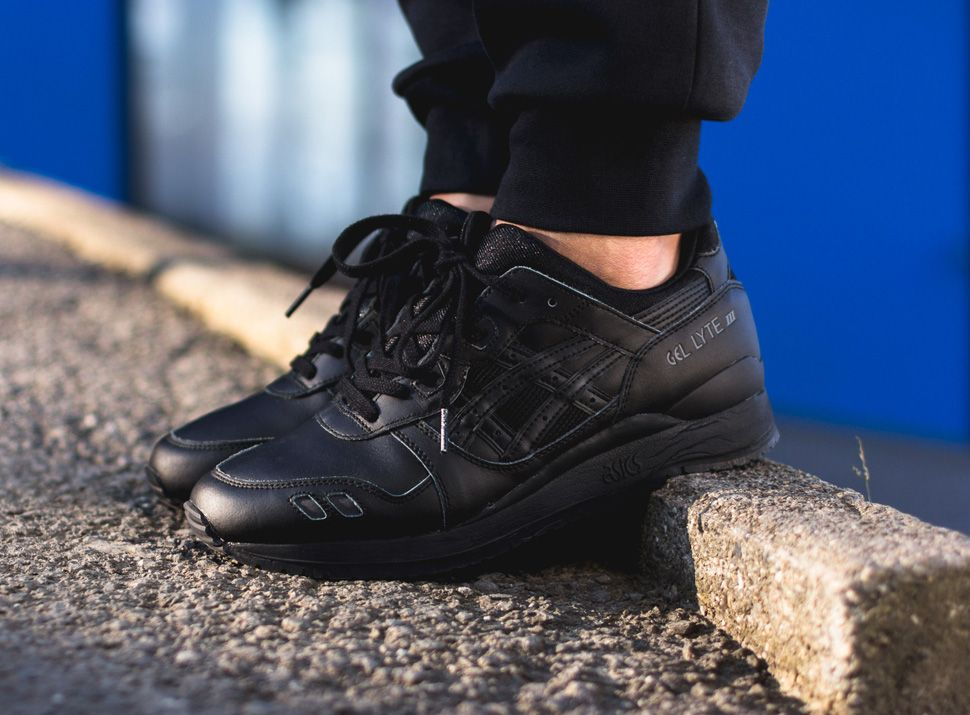 all black asics gel lyte iii