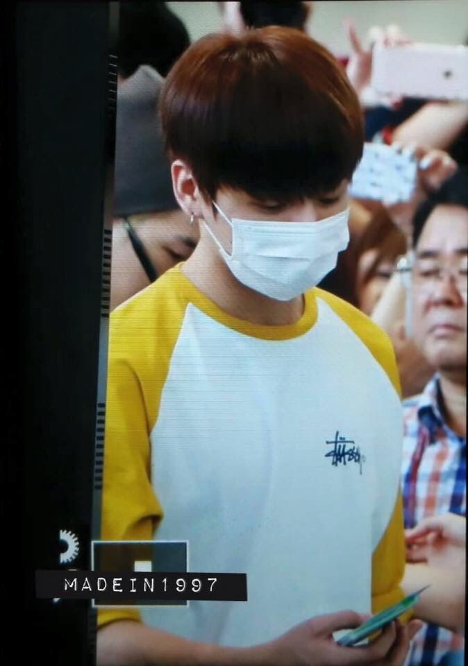 [PREV] Jungkook @ Gimpo Airport heading to Tokyo, 160812.  © (watermarks on the pics) -KookieTaetae- #Jungkooked