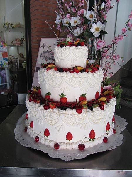 Torta nuziale panna e frutta torte nuziali pinterest for Decorazioni torte frutta e panna