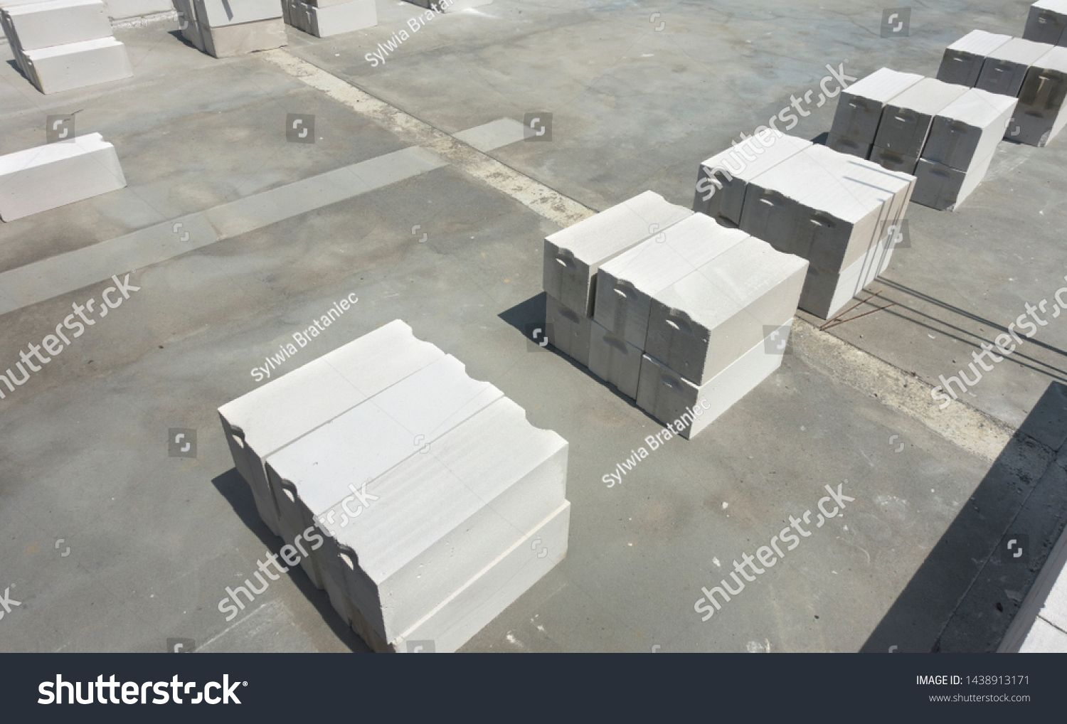 White Foamed Lightweight Concrete Aerated Concrete Block Laying In Stacks On The Concrete Floor Inside Under Constru In 2020 Concrete Blocks Concrete Floors Concrete