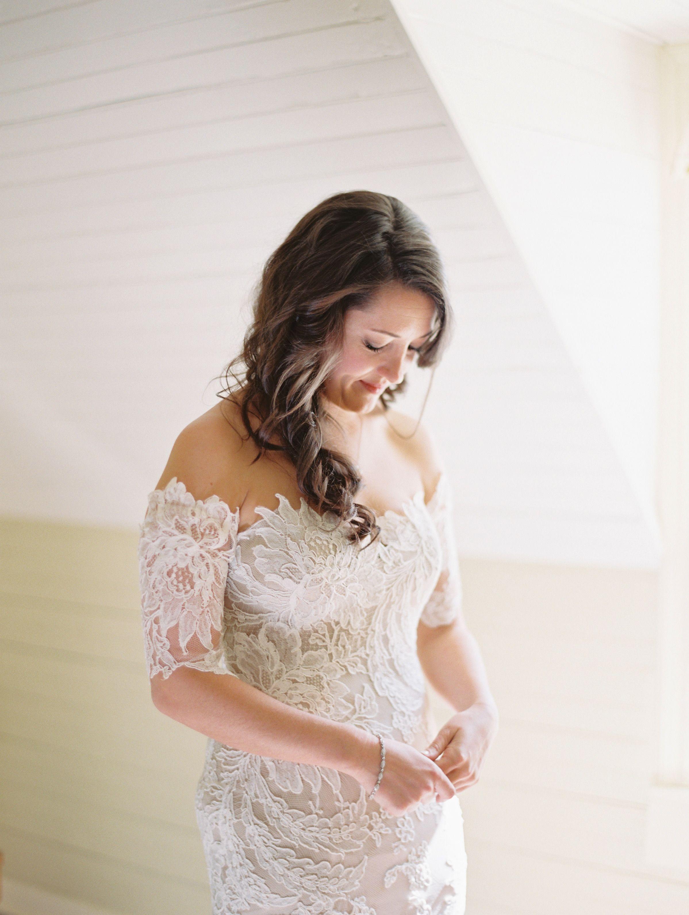 Anna Mair dress  Photography: Landon Jacob Productions - landonjacob.com  Read More: http://www.stylemepretty.com/2015/04/29/rustic-chic-old-edwards-inn-wedding/