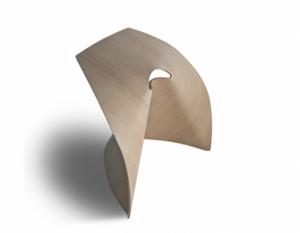 """""""Ap Stool"""" è uno sgabello progettato dal designer giapponese Shin Azumi che risente sicuramente delle influenze giapponesi del progettista."""