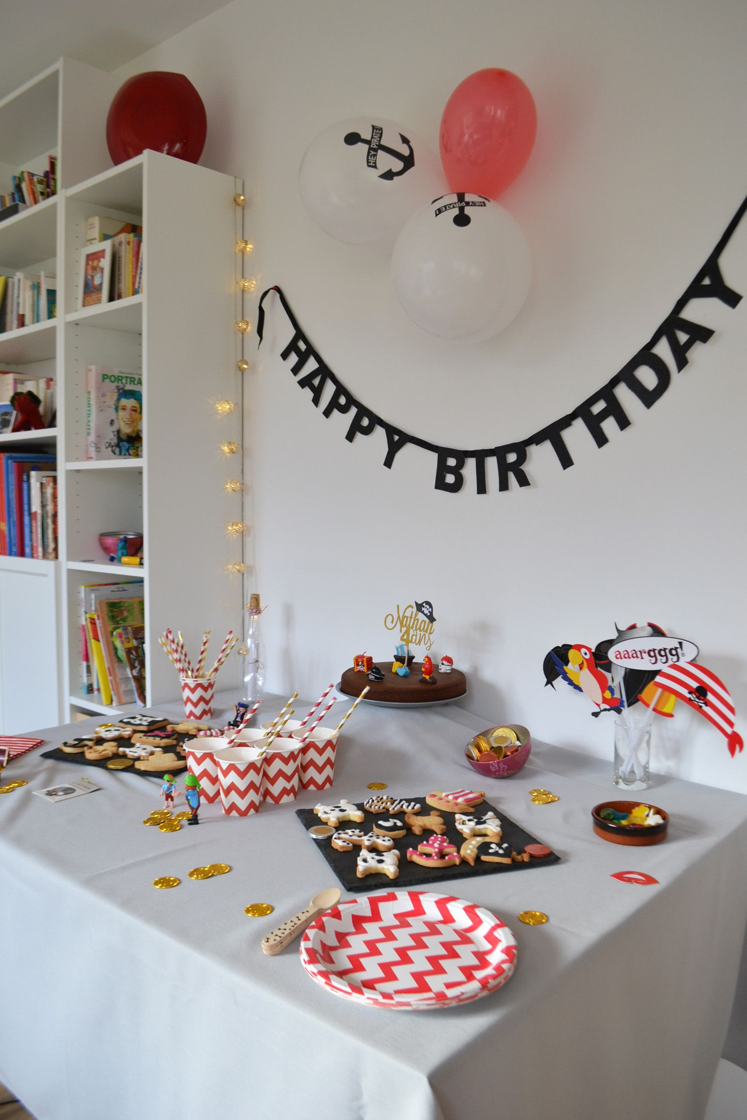 tuto pour une d co de table pirate kit my little day anniversaire pirate pinterest deco. Black Bedroom Furniture Sets. Home Design Ideas