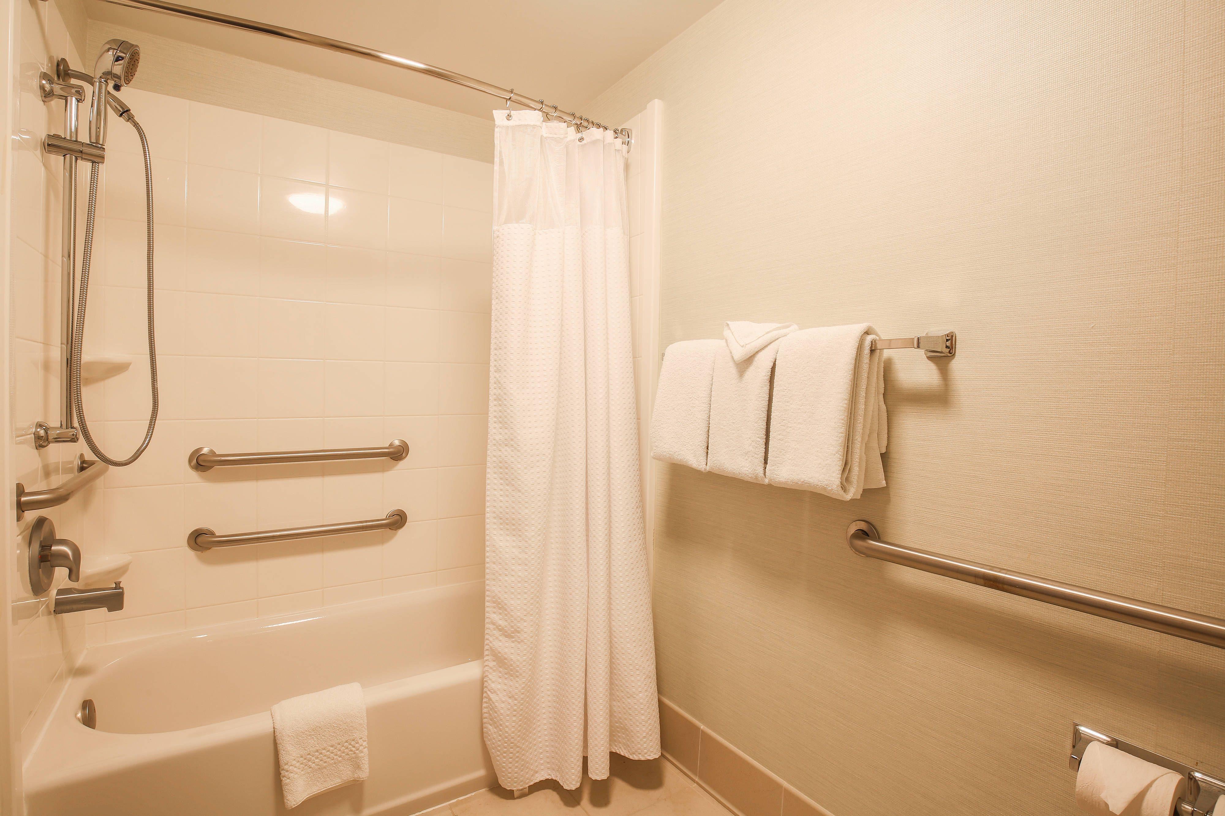 Courtyard Flint Grand Blanc Accessible Bathroom Bathtub Guestroom