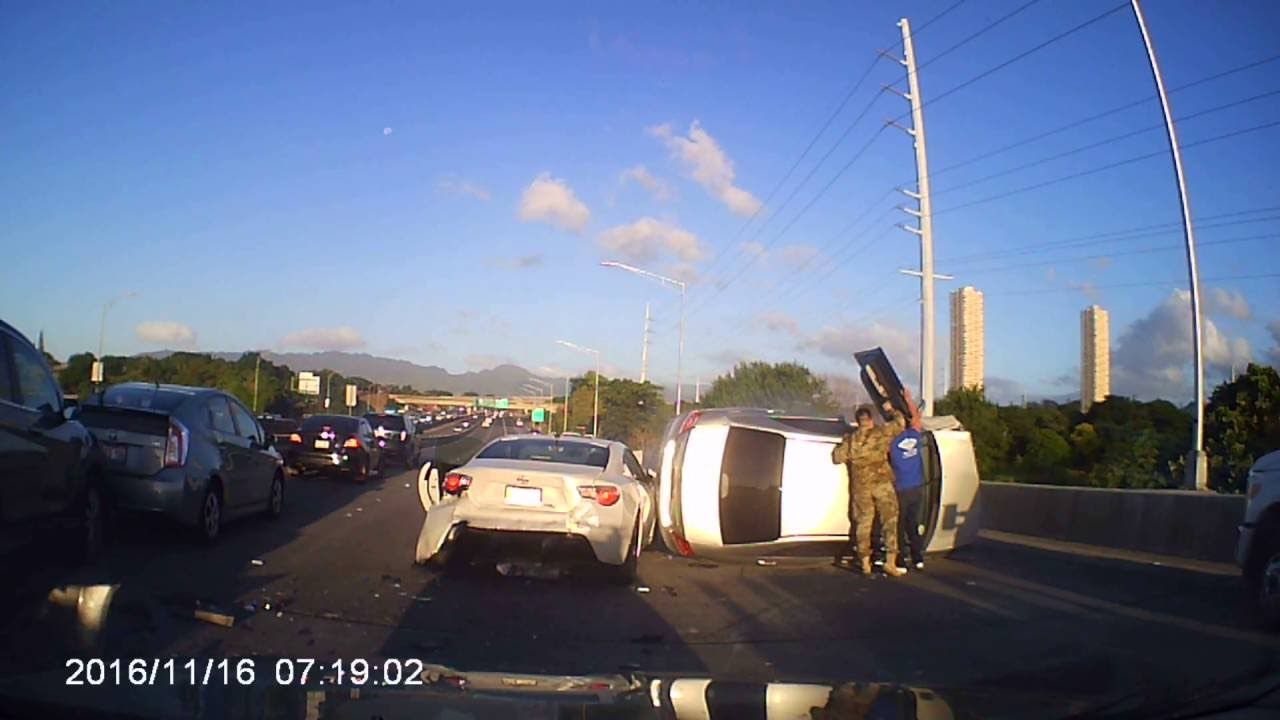 Highway Pileup caught on dashcam in Oahu, Hawaii