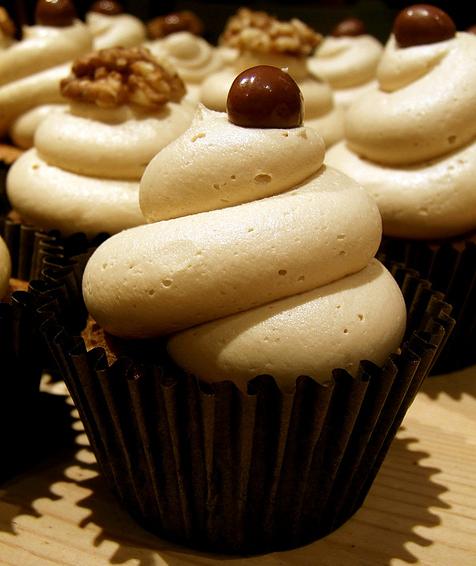 die besten 25 kaffee cupcakes ideen auf pinterest schokoladen kaffee t rtchen beste cupcakes. Black Bedroom Furniture Sets. Home Design Ideas