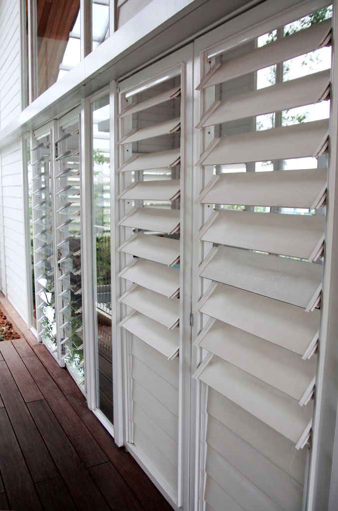 Breezway louvres with aluminium blades let in the air for Balcony louvres