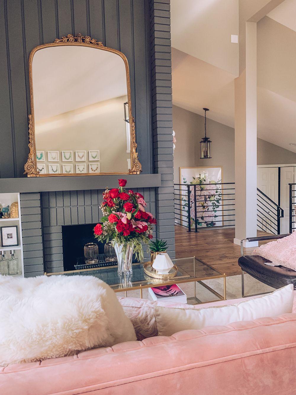 Feminine and modern living room decor inspiration #livingroom #interiors #feminine #homedecor