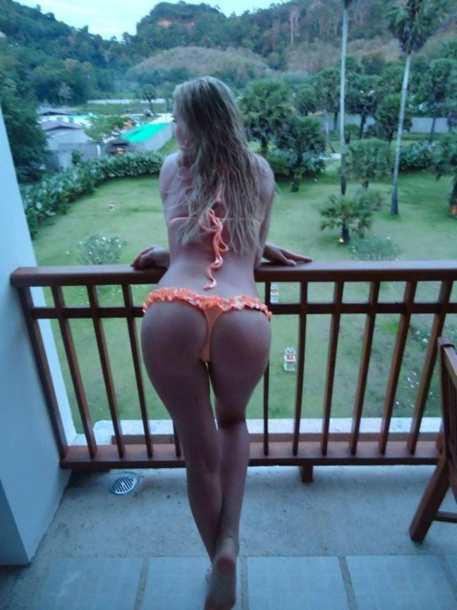 Naughty amateur women photos
