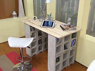 Escritorio con ladrillos hecho a mano en 2019 bloques for Muebles reciclados baratos