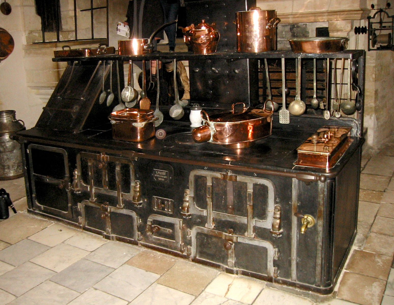 File Chenonceau Kitchen Stove Jpg Steampunk Kitchen Antique Stove Kitchen Plans