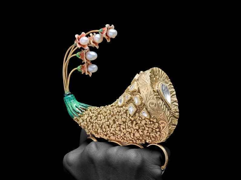 Best Innovative Jewellery of the Year award to Adgaonkar Saraf