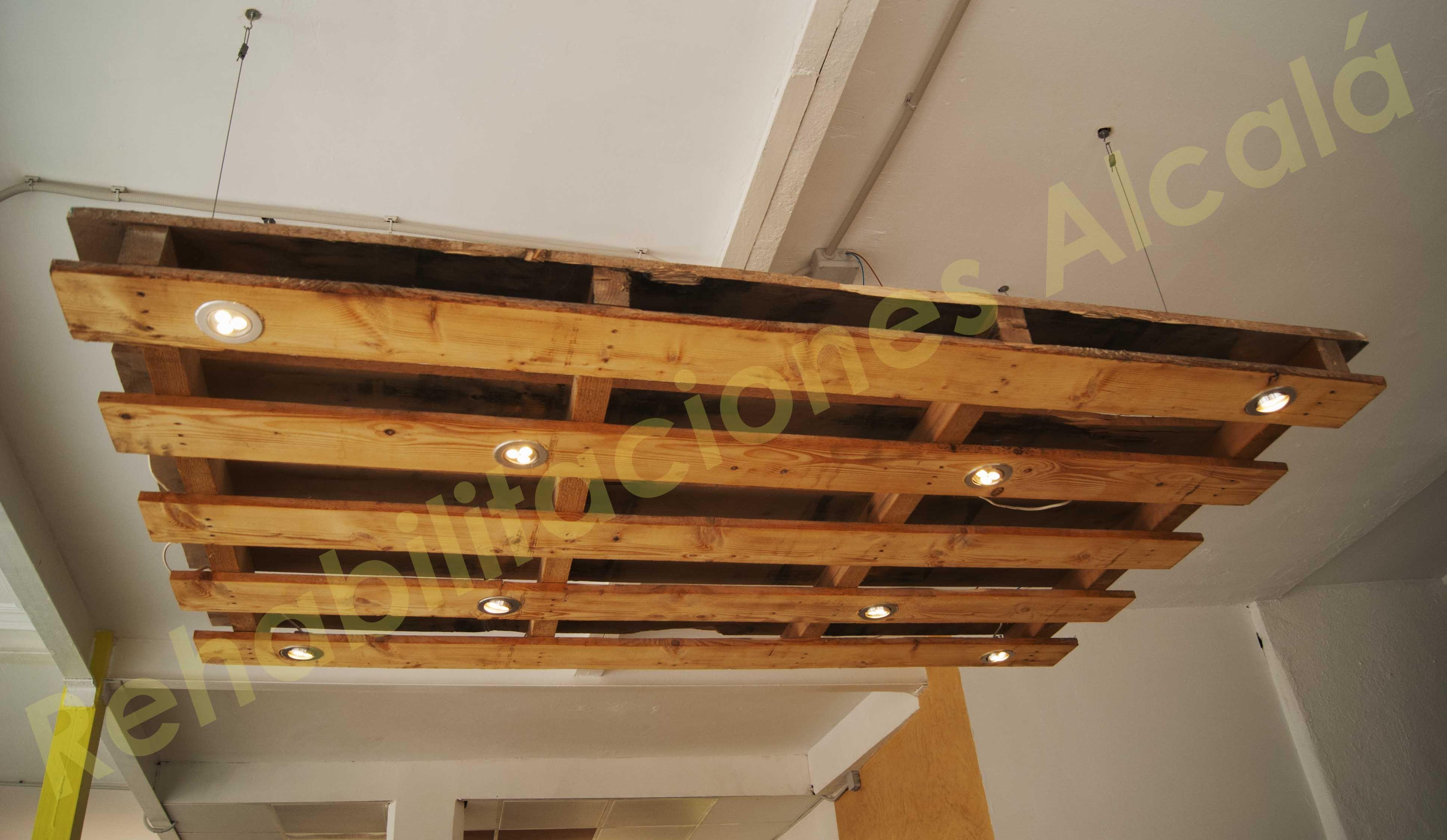 Reciclando palets l mpara de techo diy shop muebles - Lamparas con palets ...