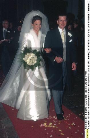 Countess Stephanie Von Bismarck Schonhausen 1976 Married Baron Karl Theodor Von Und Zu Guttenberg Sposa Abiti Da Sposa Matrimonio