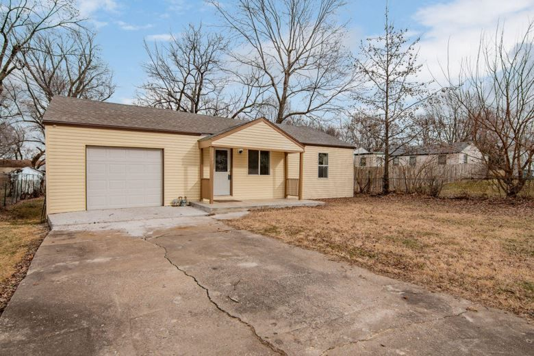 1547 east livingston street springfield mo 65803 with