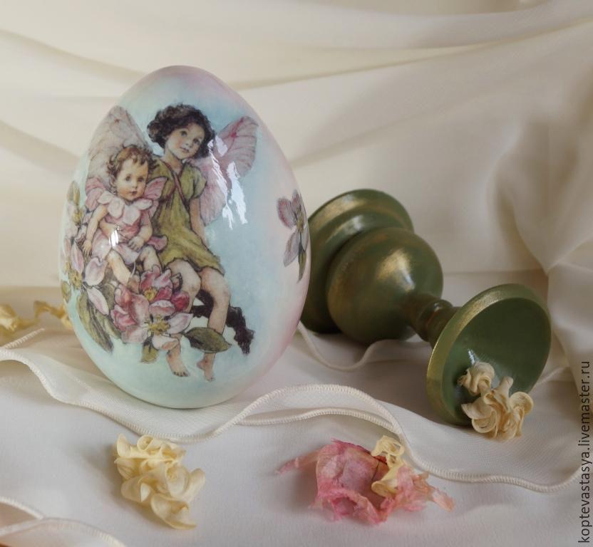 Купить или заказать Пасхальное яйцо 'Яблоневая Фея' в интернет-магазине на Ярмарке Мастеров. Что бывает нежнее весеннего рассвета? Только пышное цветение яблоневого сада, наверное.. Я предлагаю Вам чудесный символ праздника Светлой Пасхи - пасхальное сувенирное яйцо 'Яблоневая фея'. Необычное, нежных рассветных тонов, сияющее пасхальное яйцо - и прекрасный сувенир, и приятный подарок для близкого человека, и уникальный экспонат в домашней коллекции. Второго такого нет и не будет…