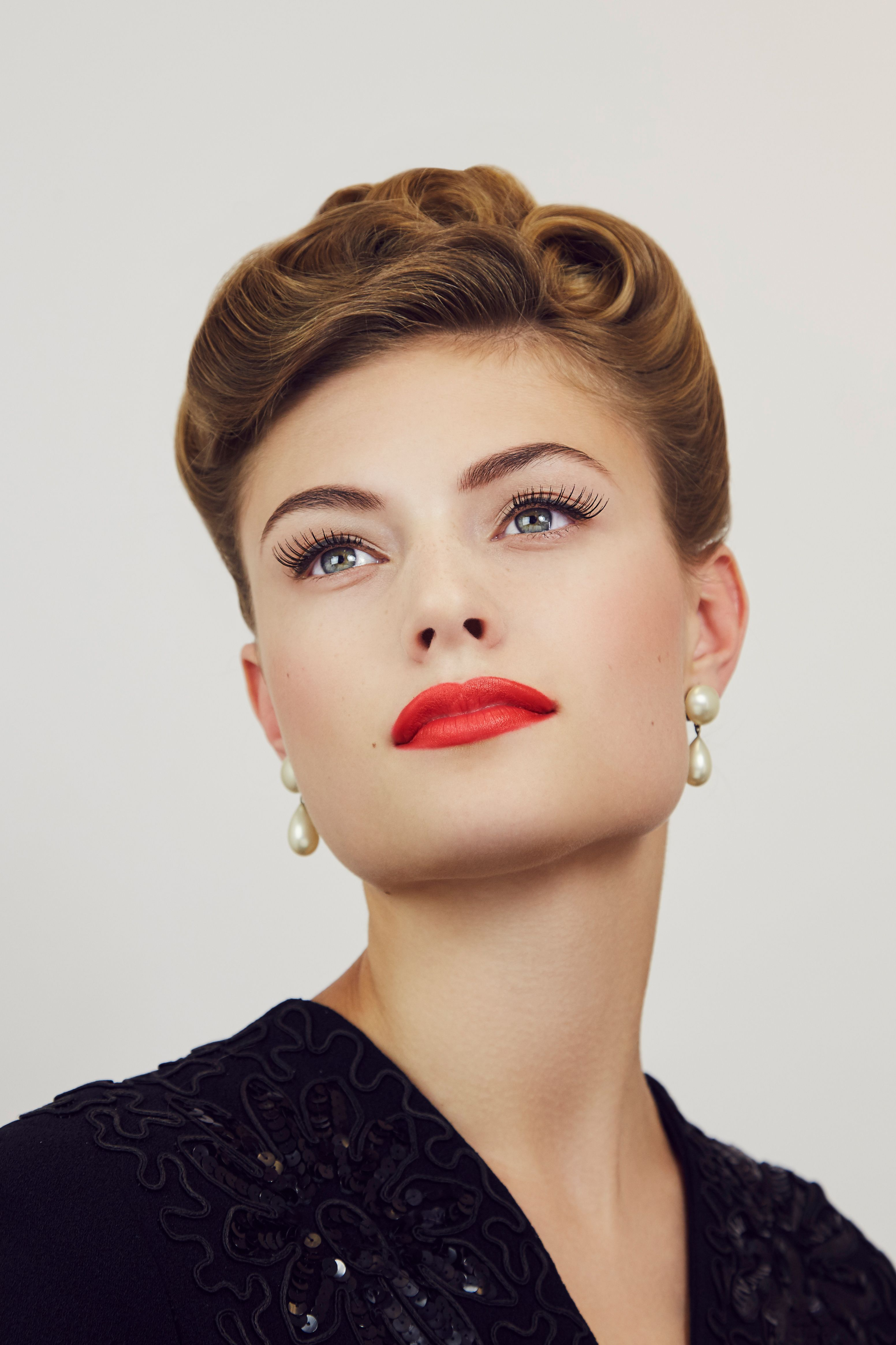 1940s evening look 1940s hairstyles, Retro makeup, 1940s