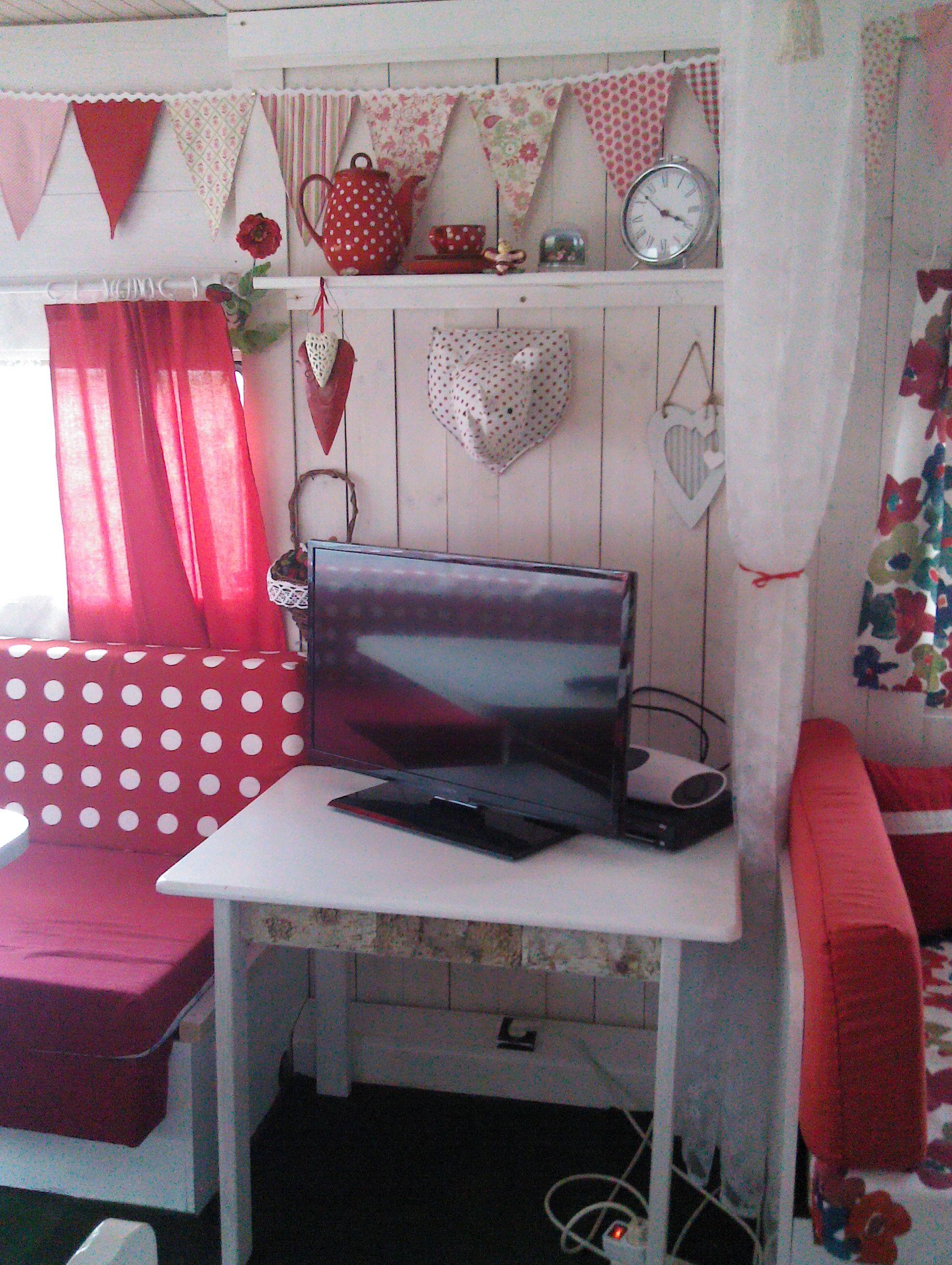 wohnwagen renovierung by susanne wagner muckilein wohnwagen vorher nachher wohnwagen. Black Bedroom Furniture Sets. Home Design Ideas