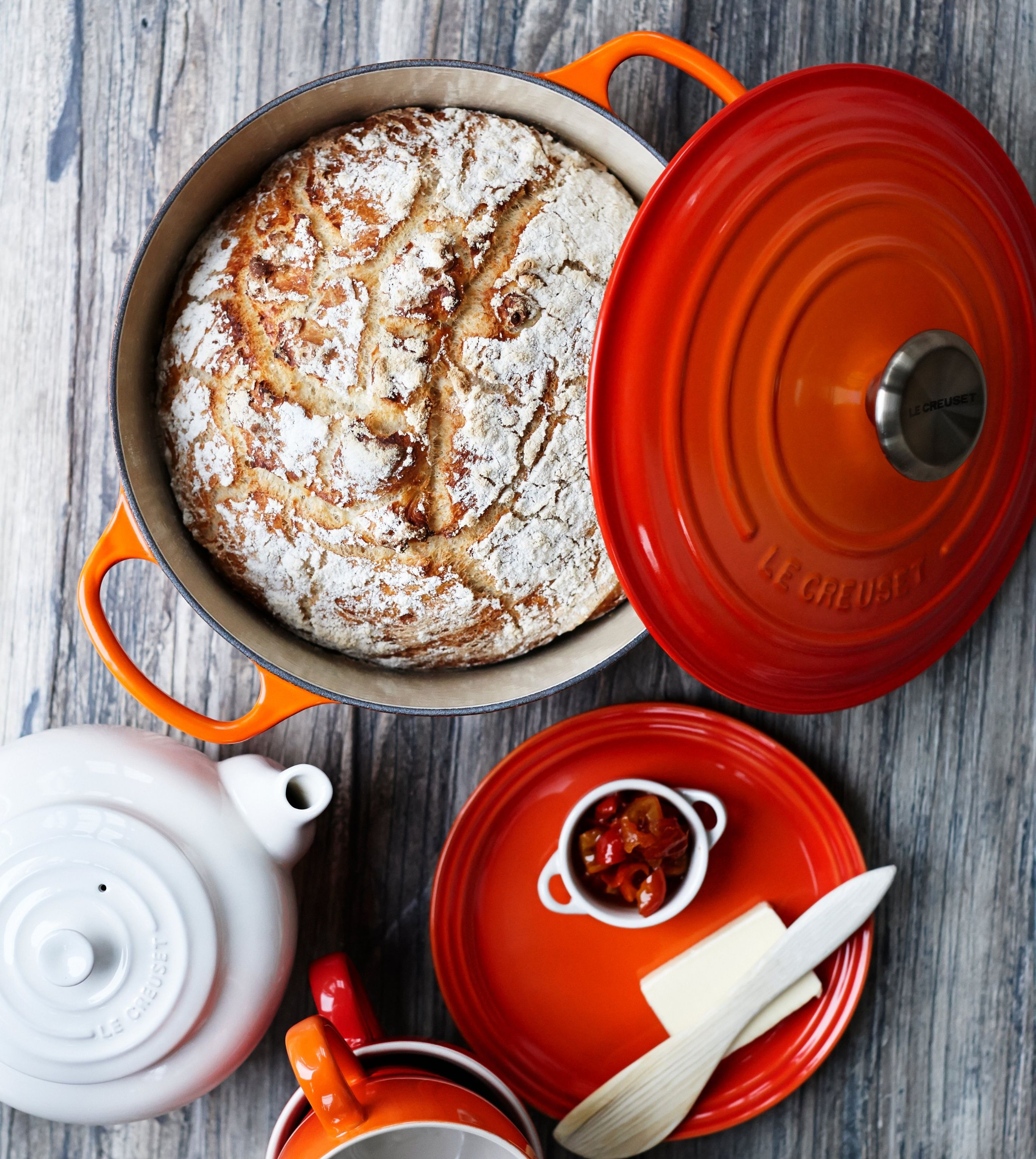 Wondering What To Bake In A Dutch Oven Or How To Make An Easy Dutch Oven Bread Recipe At Home The Simple Le Creuset 5 Le Creuset Recipes Dutch Oven Bread Food