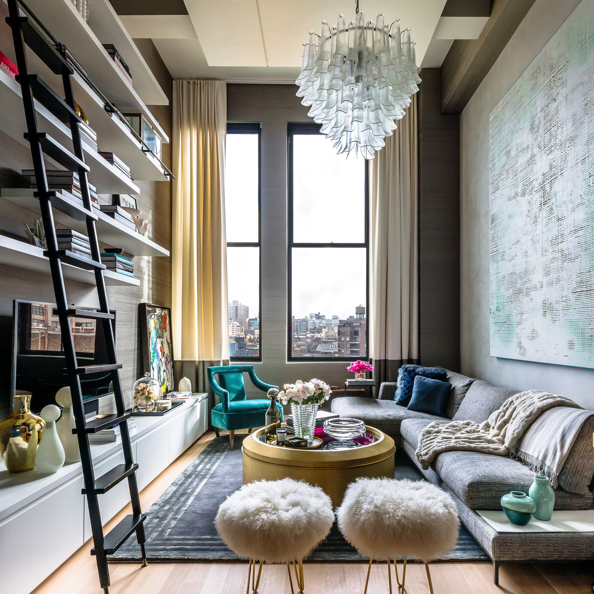 un loft new yorkais ultra sophistiqu echelle coulissante biblioth que avec chelle et chelles. Black Bedroom Furniture Sets. Home Design Ideas