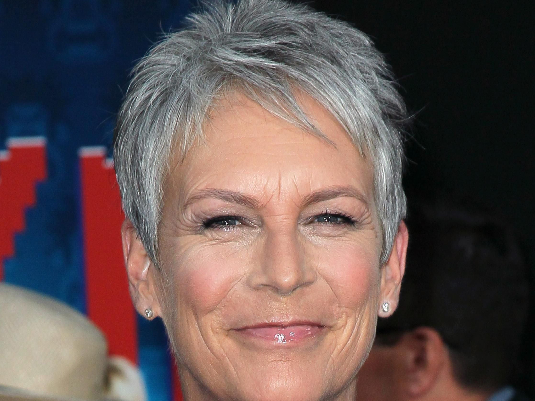 how to style hair like jamie lee curtis   short hair ( going