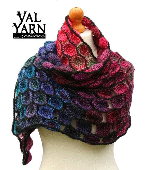 e5b1c2c8b387 Echarpe étole châle fantaisie crochet main multicolore, bleu ,rouge,  violet, rose et mauve, en laine douce acrylique