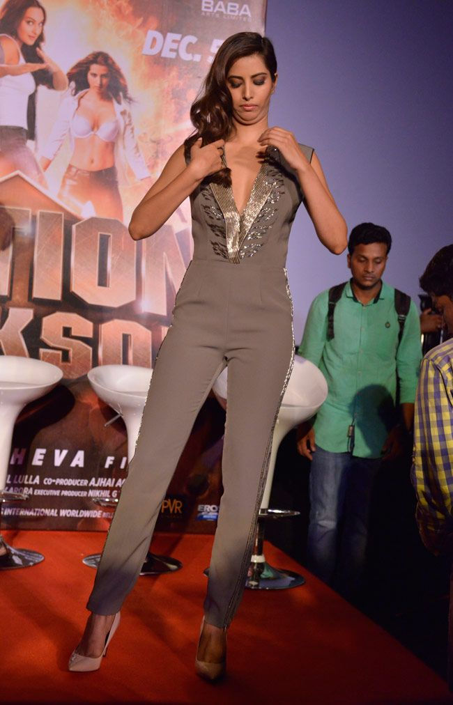 Action Jackson Ajay Devgn Yami Gautam Launch Trailer In Style Sans Sonakshi Style Fashion Product Launch