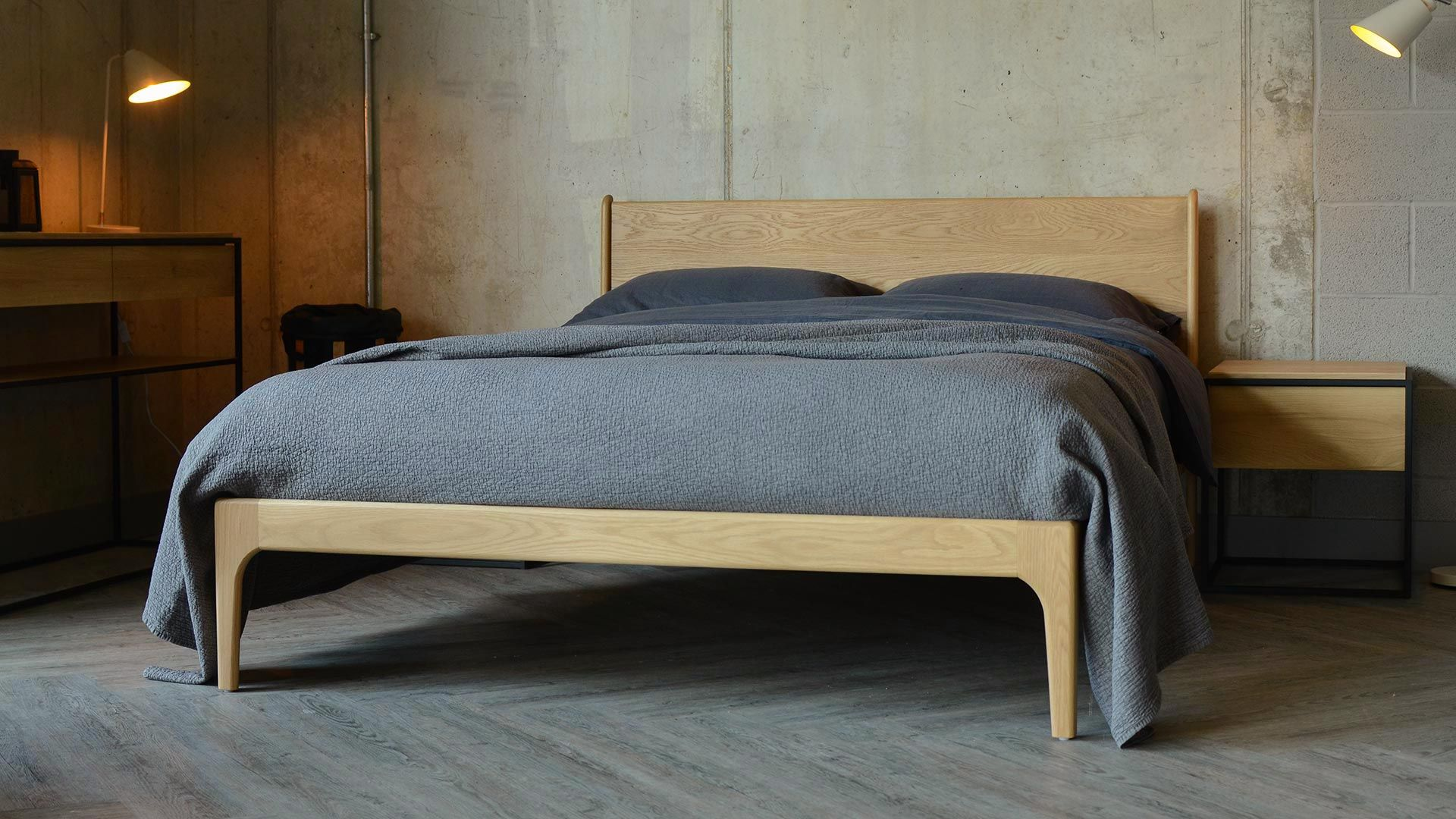Pleasant The Camden Handmade Bed Is A Contemporary Take On A Classic Home Interior And Landscaping Mentranervesignezvosmurscom