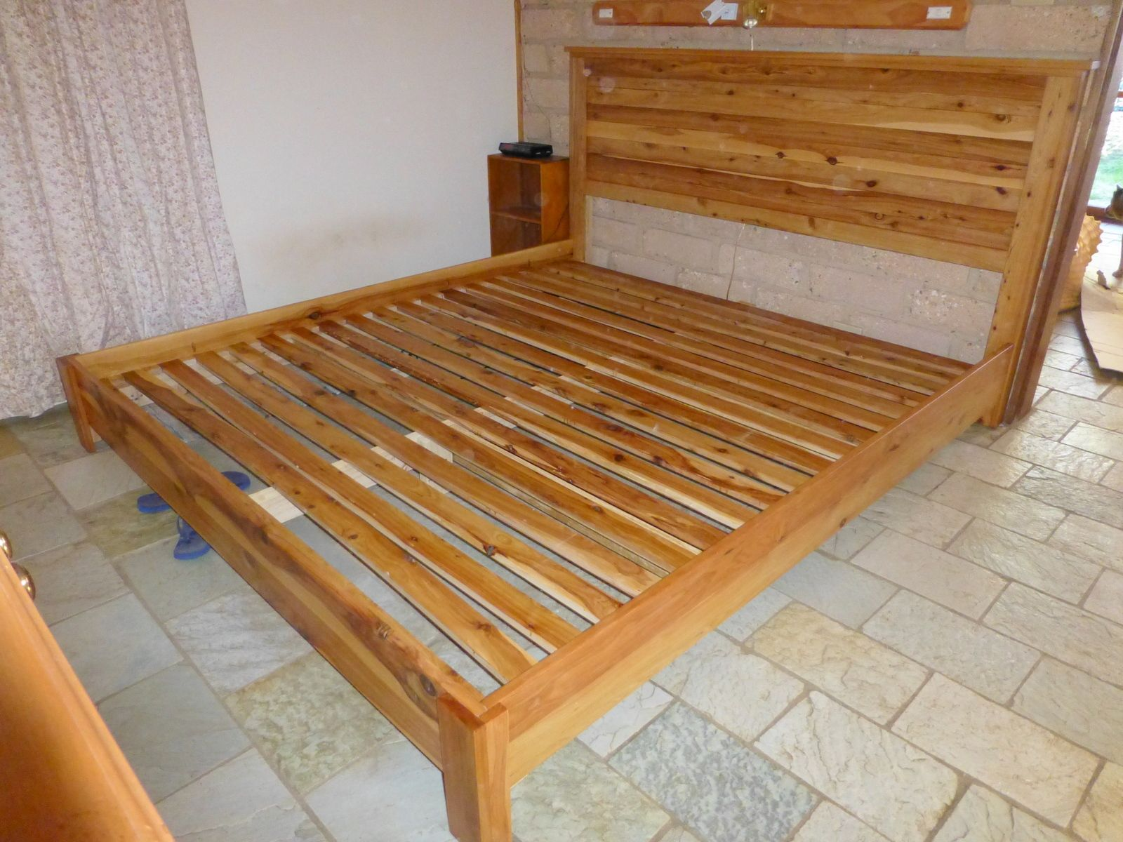 Plans for building a king size platform bed - Diy King Size Bed Plans King Size Bed With Reclaimed Headboard