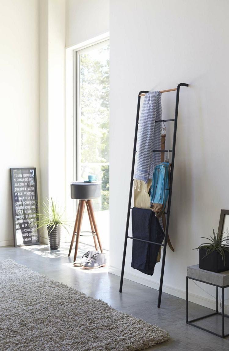 kleiderablage im schlafzimmer die leiter einfach an die wand lehnen stil fabrik deko. Black Bedroom Furniture Sets. Home Design Ideas