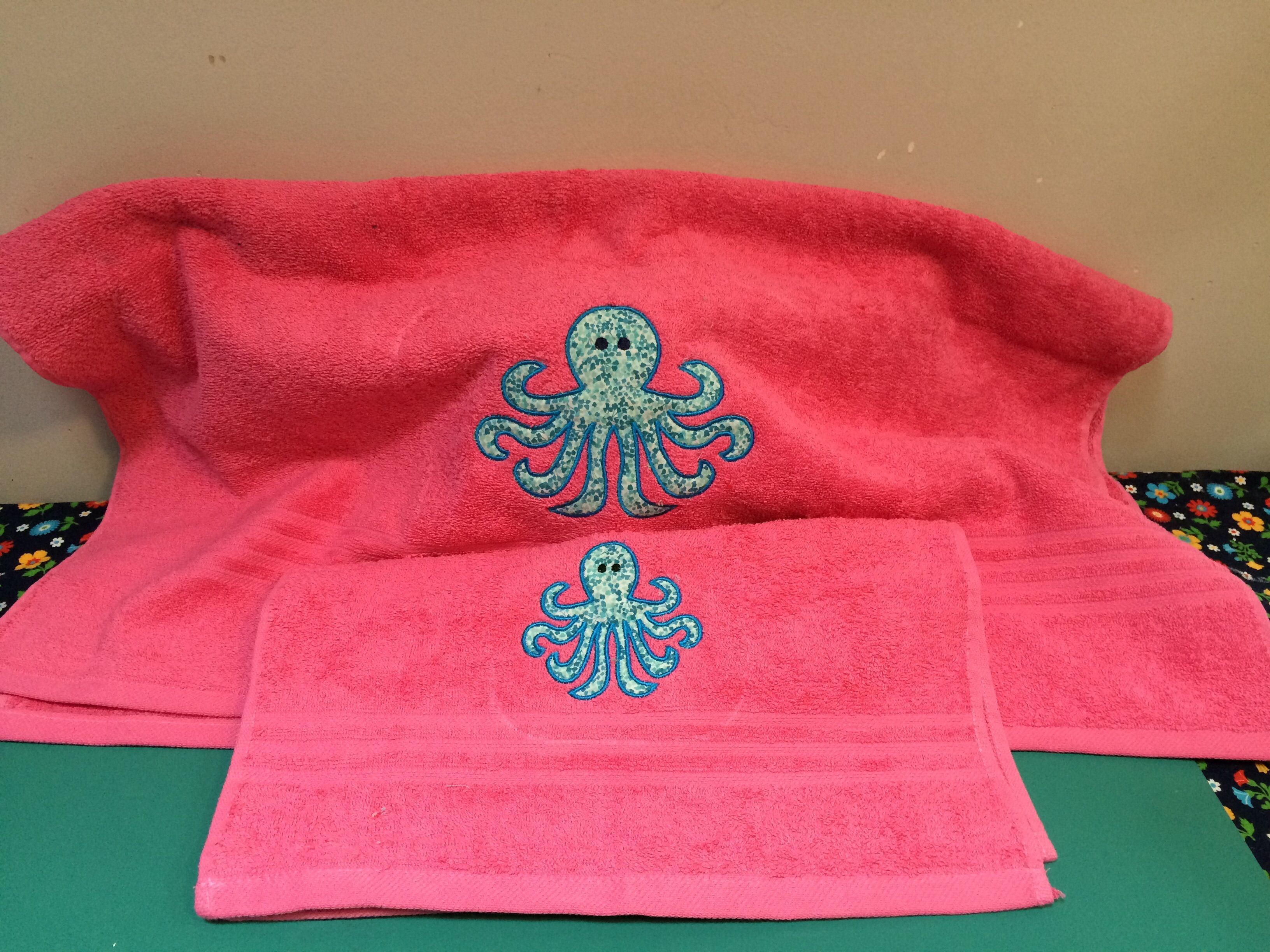 Octopus bath and hand towels on pink