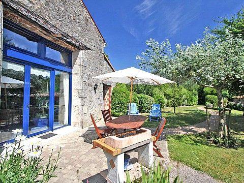La Maison Bleue, gite en Vendée Pays de la Loire Pinterest - location villa piscine couverte chauffee