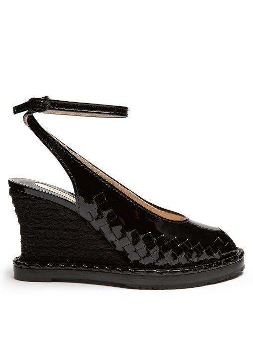 BOTTEGA VENETA Intrecciato Patent-Leather Espadrille Wedge Pumps. # bottegaveneta #shoes #pumps