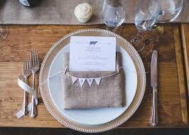 Resultado de imagem para preparar mesa de jantar festa de casamento