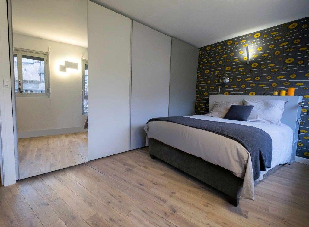 Une chambre chic en cama eu de gris papier peint miss for 4 murs papier peint chambre fille