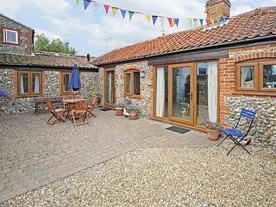 Old Salts Barn Langham Located in Langham in the Norfolk Region, this holiday home is 39 km from Norwich. It provides free private parking.  The unit is equipped with a kitchen. Towels and bed linen are provided in this cottage.