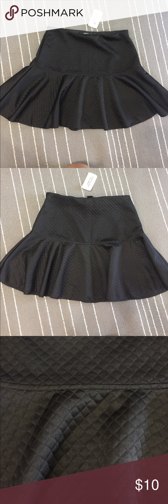 🌱Black Retro Skirt Super flirty black retro looking skirt. Fabric has very modern pattern! (See pic) the fit looks a bit retro! It's super flattering and has the bottom skater style which makes it super fun and comfortable. Forever 21 Skirts Mini