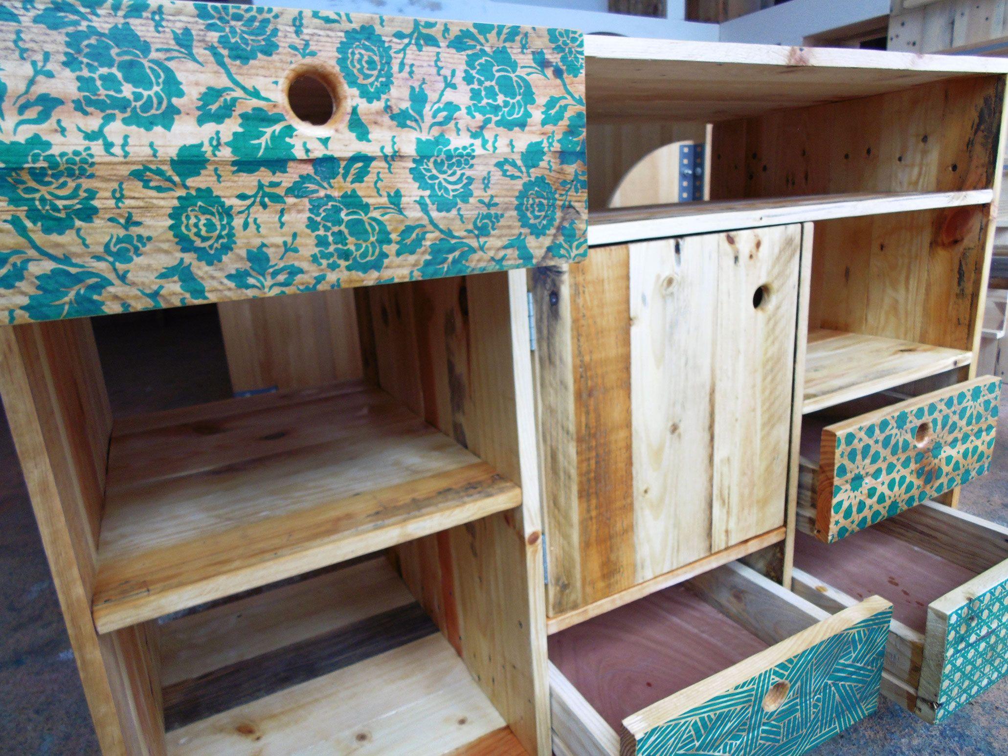meuble de salle de bain en bois de palette sérigraphié par