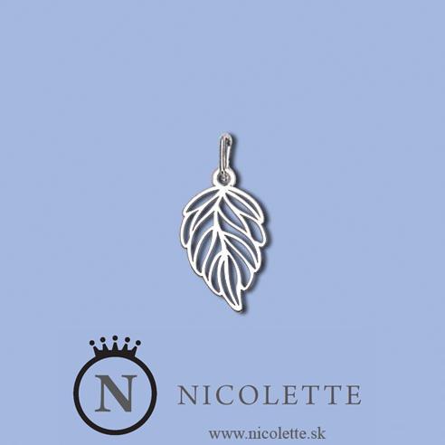 Strieborný prívesok v tvare listu je vhodným a zaujímavým vzorom prívesku na retiazku. Obdarovanú osobu určite potešíte novým originálnym kúskom a tvarom, ktorý ešte v svojej šperkovnici nemá.